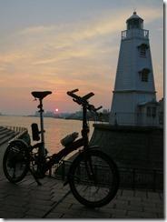 旧堺燈台の夕陽とCARACLE-S
